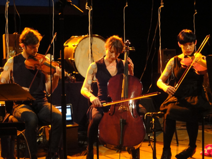 Kyle Sanna, Michaela Davies, Lea Simpson, Compositions For Involuntary Strings, photo Alessio Cavallaro